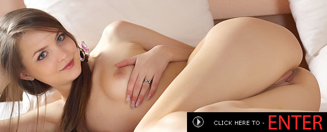 Nude girl fingers herself